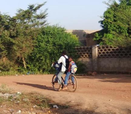 ils partent pour l'école