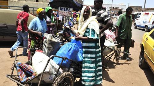 Eine Frau aus Timbuktu ist in Malis Hauptstadt Bamako eingetroffen