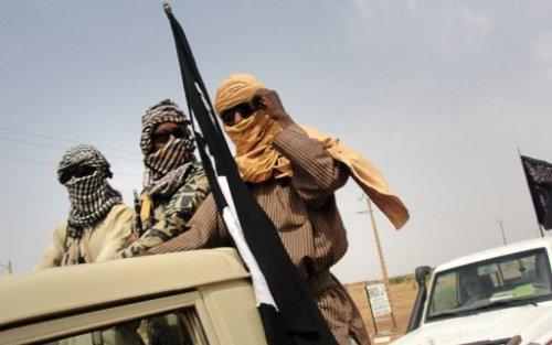 Des combattants du groupe islamique Mujao, près de l'aéroport de Gao, le 7 août 2012