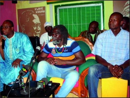 Tiken Jah Fakoly  lors de la conférence de presse au Radio Libre à Bamako