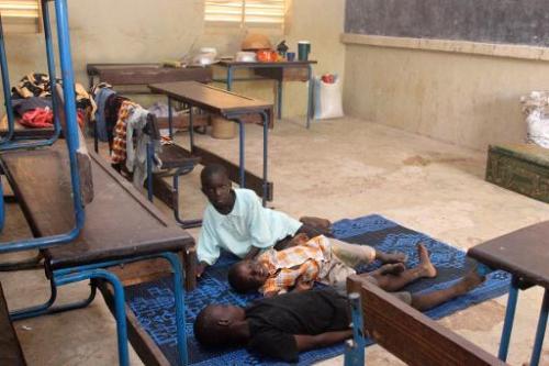 Des enfants réfugiés dans une école de Bamako suite aux inondations, le 30 août 2013