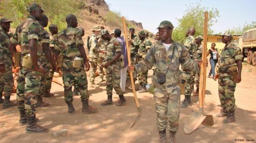 Ausbildung malischer Soldaten durch die Bundeswehr im Militärlager Koulikoro