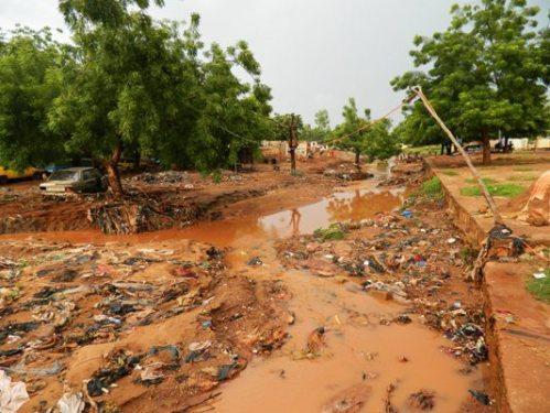 Caniveau non entretenu dans le quartier de sangarébougou