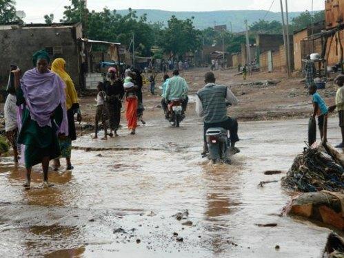 Sérieusement difficile pour les habitants de Sangarébougou de traverser ce pont