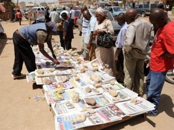 Vente de journaux à Bamako