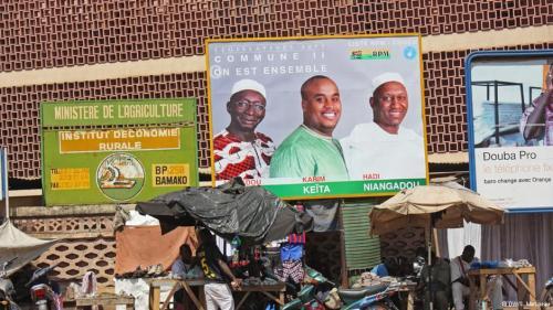 DW 23.11.13Wahlplakate in Bamako