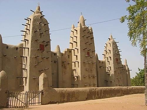 La célèbre mosquée de Djenné, qui attirait de nombreux touristes avant la crise