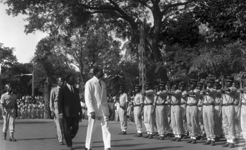 Défilé devant les troupes de l'armée le 20 janvier 1961