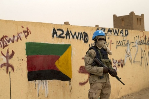 Ein UN-Soldat bewacht am am 28. Juli 2013 in Kidal, Mali, den Eingang zu einem Wahllokal