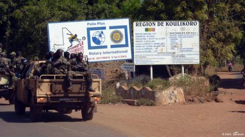Des soldats maliens formés par l'EUTM, en route vers l'entraînement, à Koulikoro