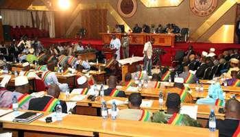 Le Premier ministre malien Moussa Mara s'adresse au Parlement à Bamako, le 29 avril