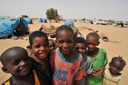 Jeunes réfugiés originaires du nord du Mali dans le camp de Mangaize, au Niger, le 2 juin 2012