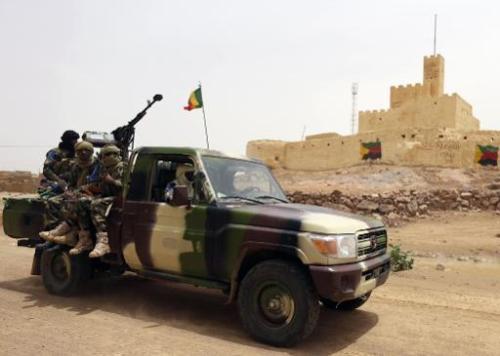 Des soldats maliens patrouillent à Kidal, dans le nord du Mali, le 29 juillet 2013