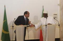 Le président de l'Union africaine Mohamed Ould Abdel Aziz et le président malien Boubaca