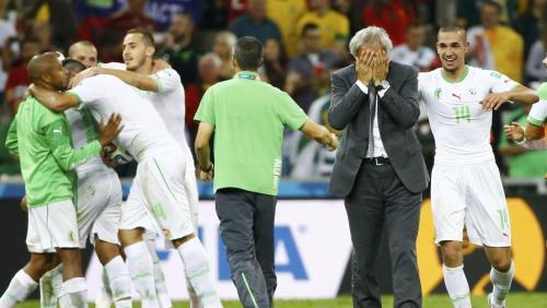 Le sélectionneur de l'Algérie Vahid Halilhodzic et ses joueurs, au moment de fêter la qualification