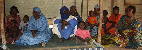 Eine 13-köpfige Familie bewohnt eines der rund 25 Quadratmeter großen Zelte.