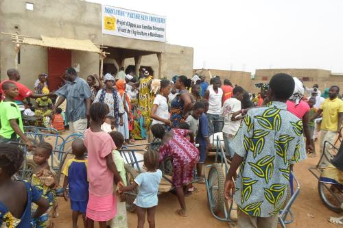 Partage sans Frontière, distribution du riz en juin 2014(4)