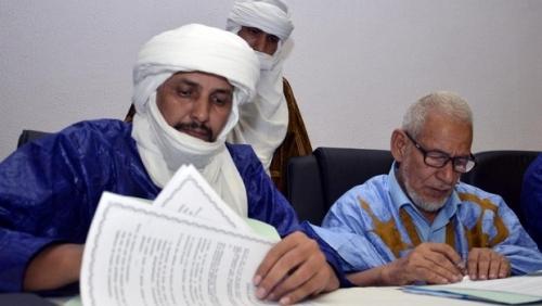 Le chef de la délégation d'Ansar Dine, Algabass Ag Intalla (G) et Ahmed Ould Sidi Moha