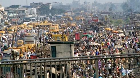 Un marché de Lagos - l'épidémie d'Ebola aurait pu être bien pire