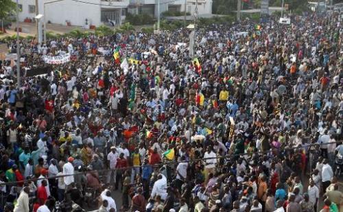 Des centaines de personnes participent à une marche pour la paix au Mali et pour protest