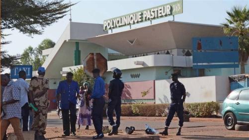 À la clinique Pasteur de Bamako, des policiers ont refoulé des patients quand l'hôpital a été p