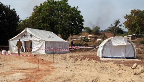 Un centre de traitement pour les malades d'Ebola dans le village de Kouremale, au Mali, à la frontiè
