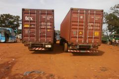 Les conteneurs venus de Dakar enfin arrivés à Kenieba