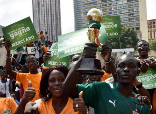 Des centaines de milliers de supporteurs ivoiriens affluent vers le Stade Félix Houphouë