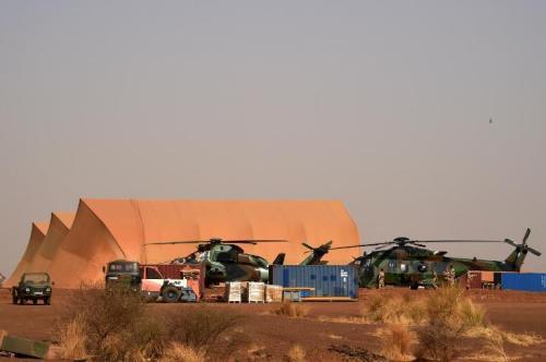 Installation de militaires français de l'opération anti-terroriste +Barkhane+ près de Gao