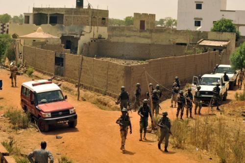 Des policiers déployés autour de la maison où un +attentat de grande envergure+ a été