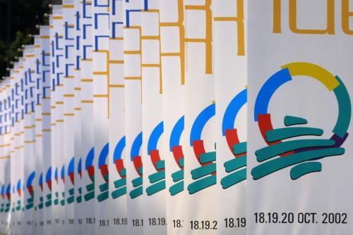 Le logo de la Francophonie déployée lors du sommet à Beyrouth le 7 octobre 2002