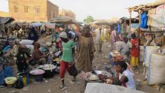 Sur le marché de Gao, jeudi 2 avril, à proximité des zones touchées par les tirs de roqu