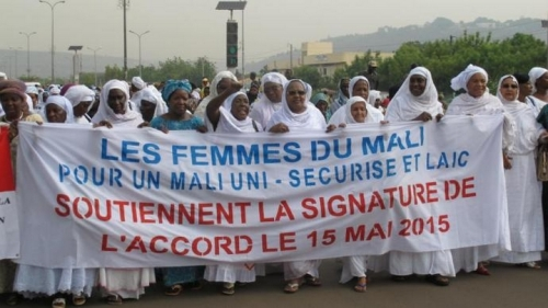 La marche des organisations de femmes du Mali, le 12 mai à Bamako, entre la Bourse du tr