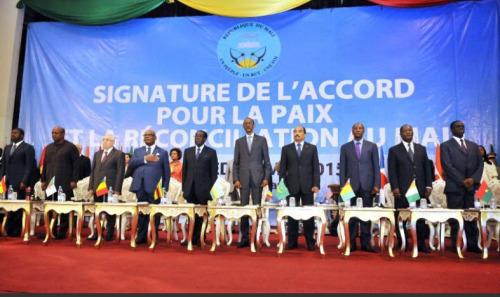 Le gouvernement malien, des mouvements armés et la médiation internationale signent à Ba