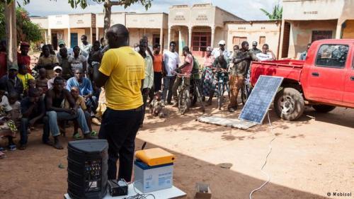DW 140615Großes Interesse_Werbung für das Stromsystem in Ruanda
