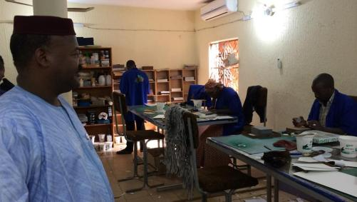 timbuktu3_In der Werkstatt in Bamako werden historische Manuskripte sorgfältig restauriert (c) A.Göbel