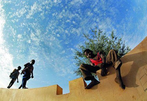 In der Goldregion Kayes träumen bereits die Jüngsten von einem Leben in der Ferne.