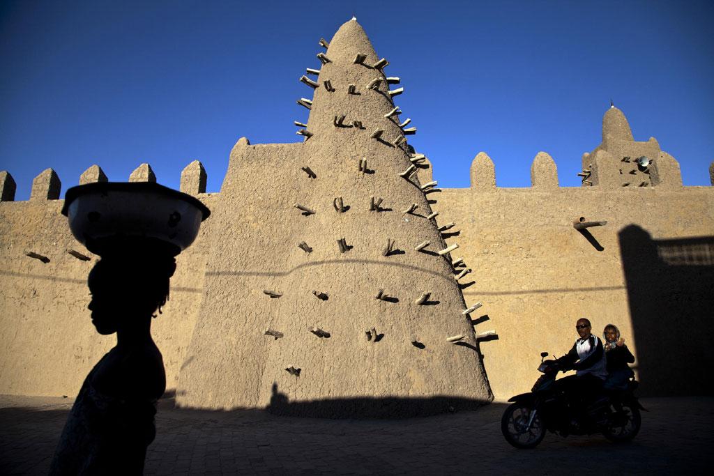 UNESCO 04.02.1016Les mausolées de Tombouctou sont de nouveau debout.