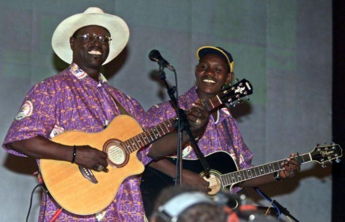 AFP 080316Le musicien malien Ali Farka Touré en concert le 8 septembre 2001 à Bamako