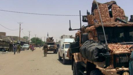 Foto (c) AFP: Un camp de l'armée attaqué prés de Gao, le 10 mai 2016
