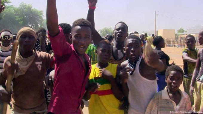 Foto (c) Reuters/: La manifestation des jeunes, le 12 juillet