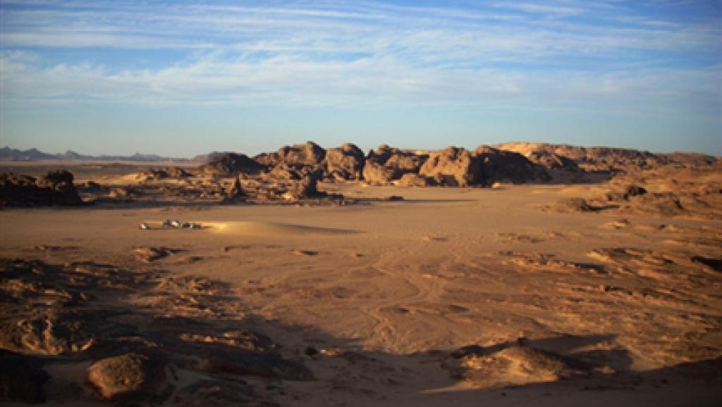afp-040816le-desert-de-tamanrasset-au-sud-de-lalgerie-region-frontaliere-avec-le-niger-et-le-mali