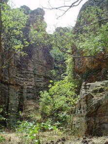 Les grottes de Faramissiri, où les rois consultaient les génies chaque fois avant leurs expéditions (c) sociolingo.com